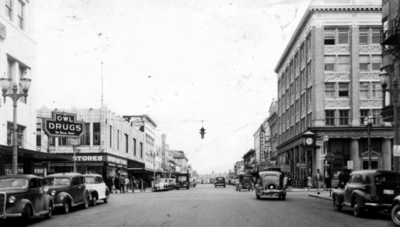 Amerika - nekada davno - Page 3 American_streetscene-1940s-l